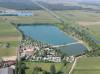 Ein Luftbild von Campingplatz und Müllersee.