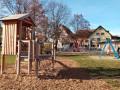 Das kleine Kletterhaus am Spielplatz am Gemeindegarten.